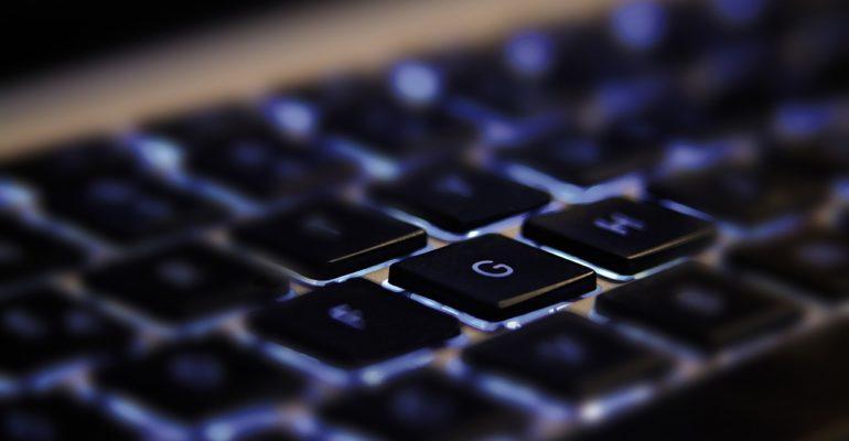 Co cenią klienci w kantorach online?
